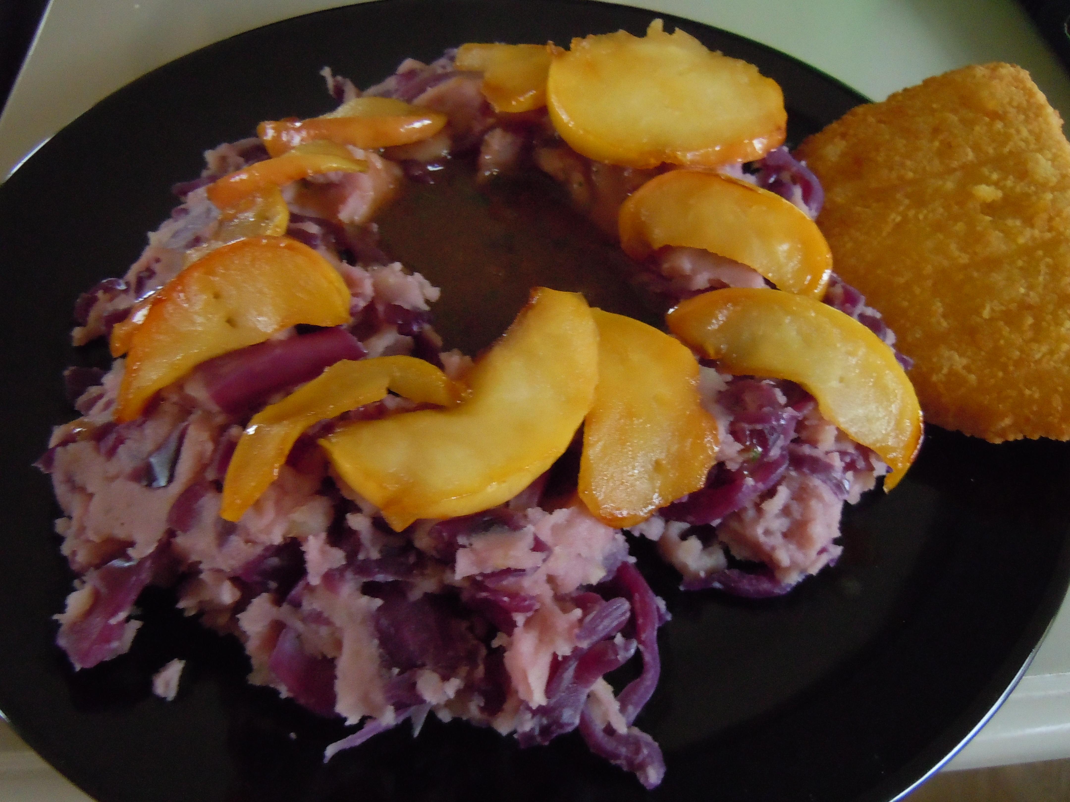 Stampot rode kool met gebakken appel en een Valess Vega Champignon schijf-ding!